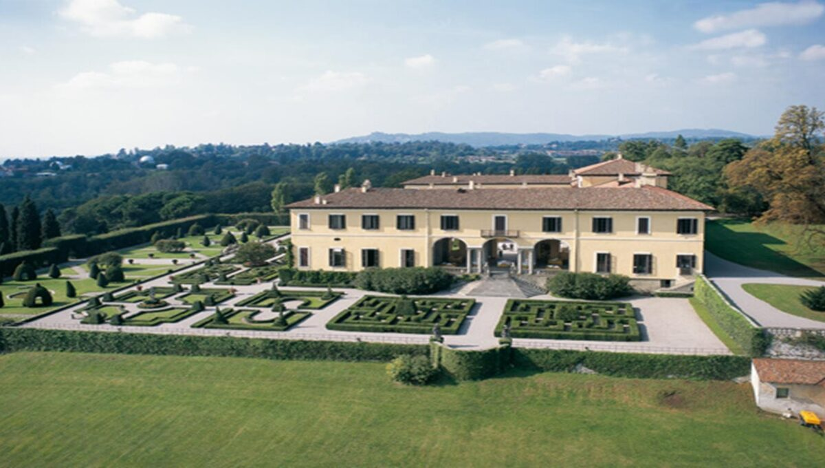 Imbersago large historic home of the late eighteenth century for sale