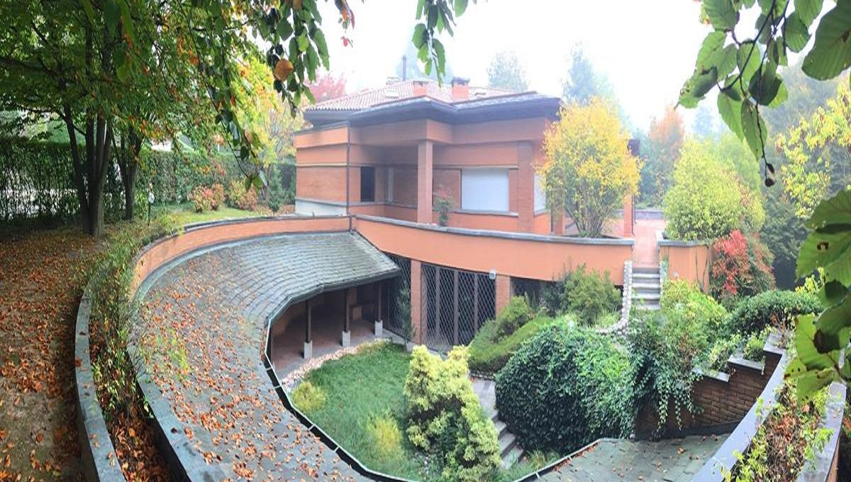 view of the villa in Carimate