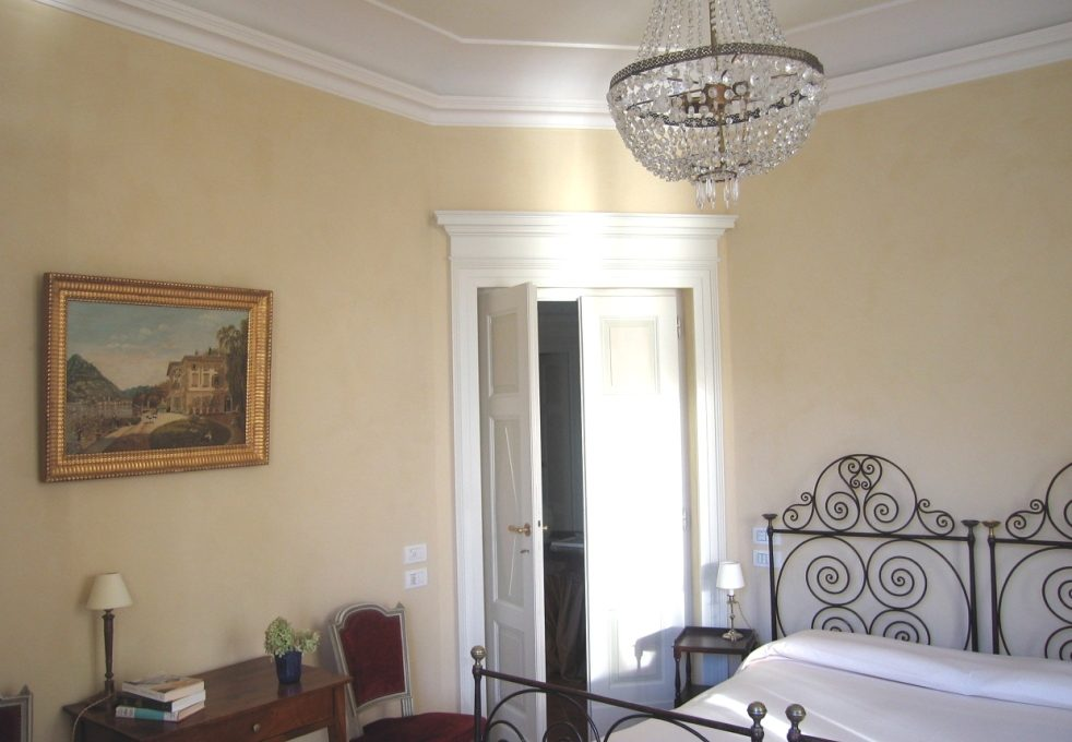Bedroom of the Mansion for rent in Blevio