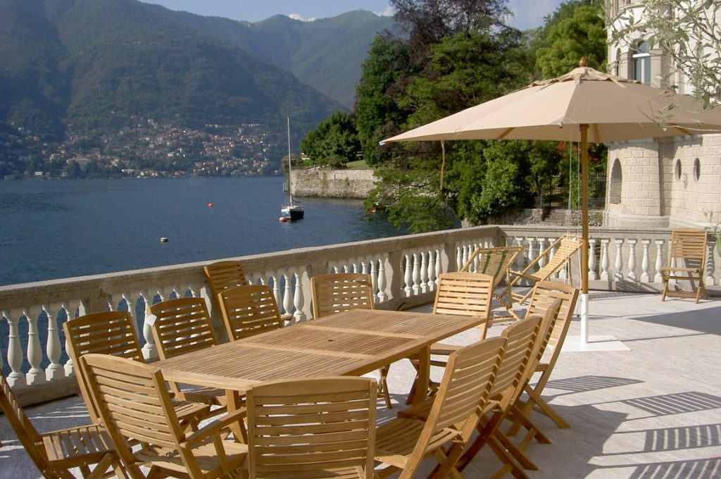 Terrace perfect for breakfast or lunch