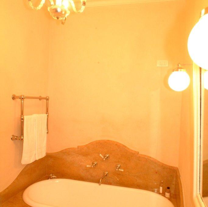Bathroom with marble bathtube