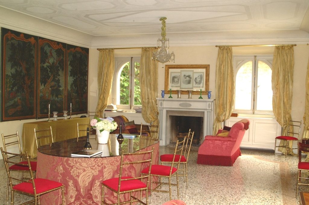 Dining room of Como Lake Blevio luxury mansion for rent