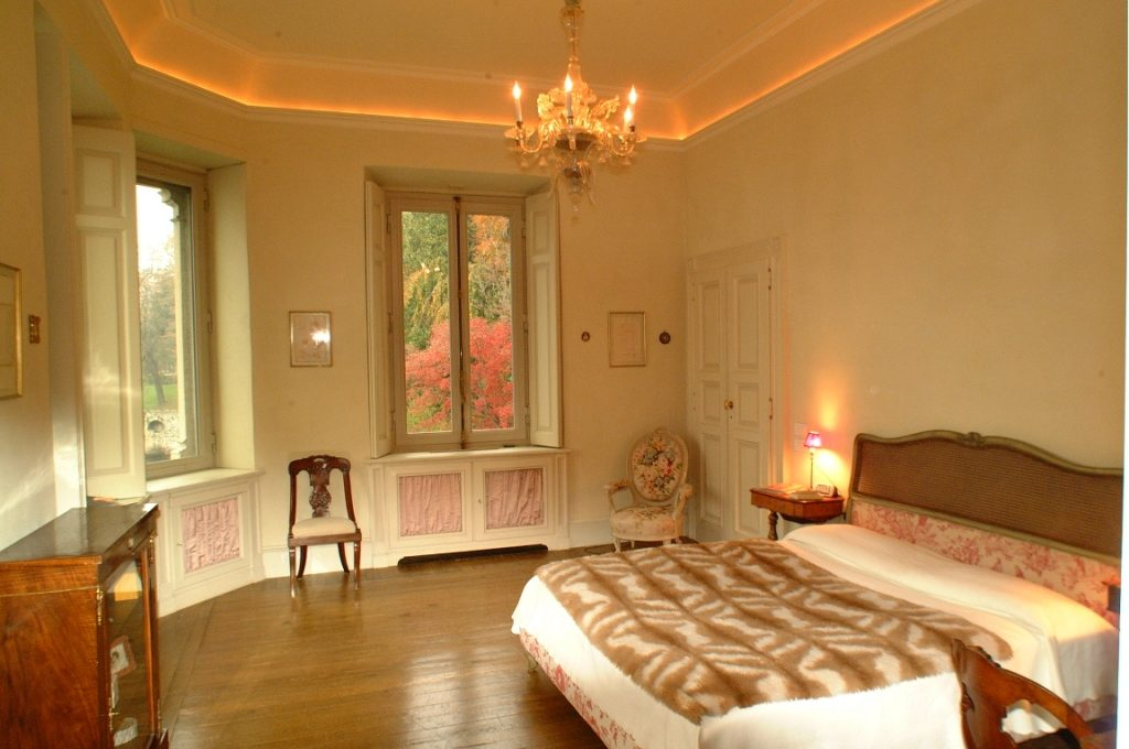 Ample bedroom