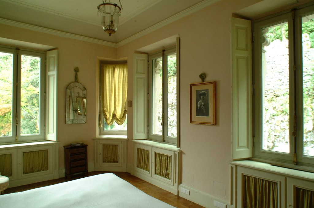 Bedroom with view on the garden