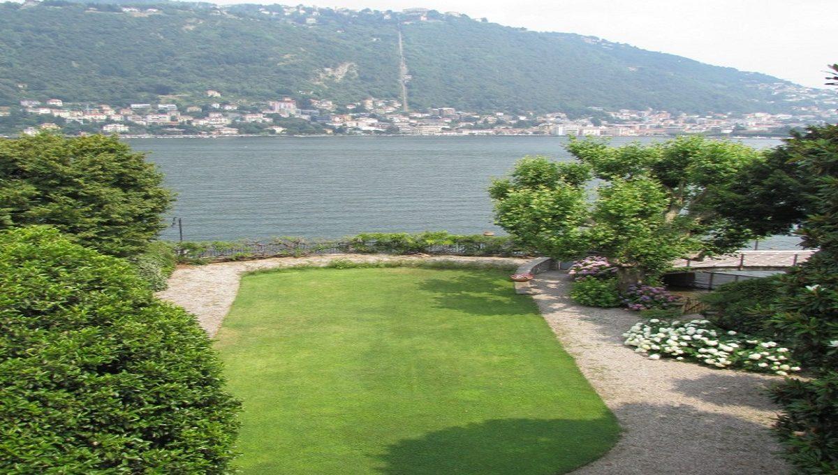 Garden overlooking Lake and  city