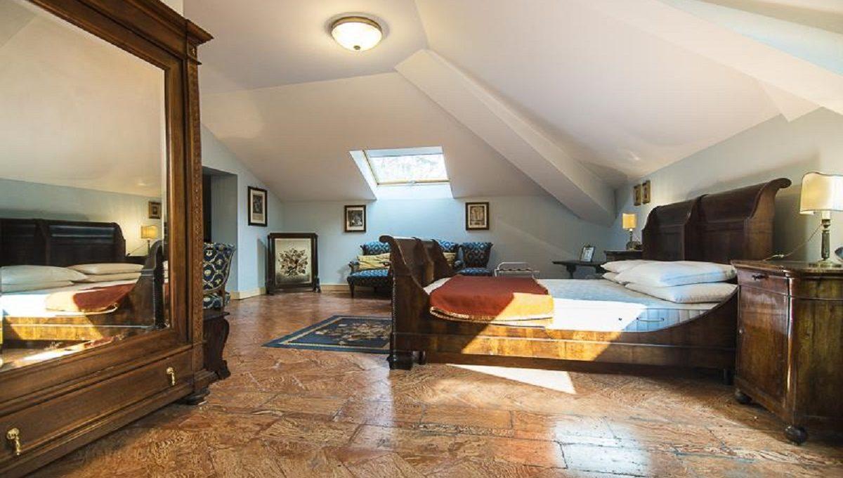 Big double bed bedroom