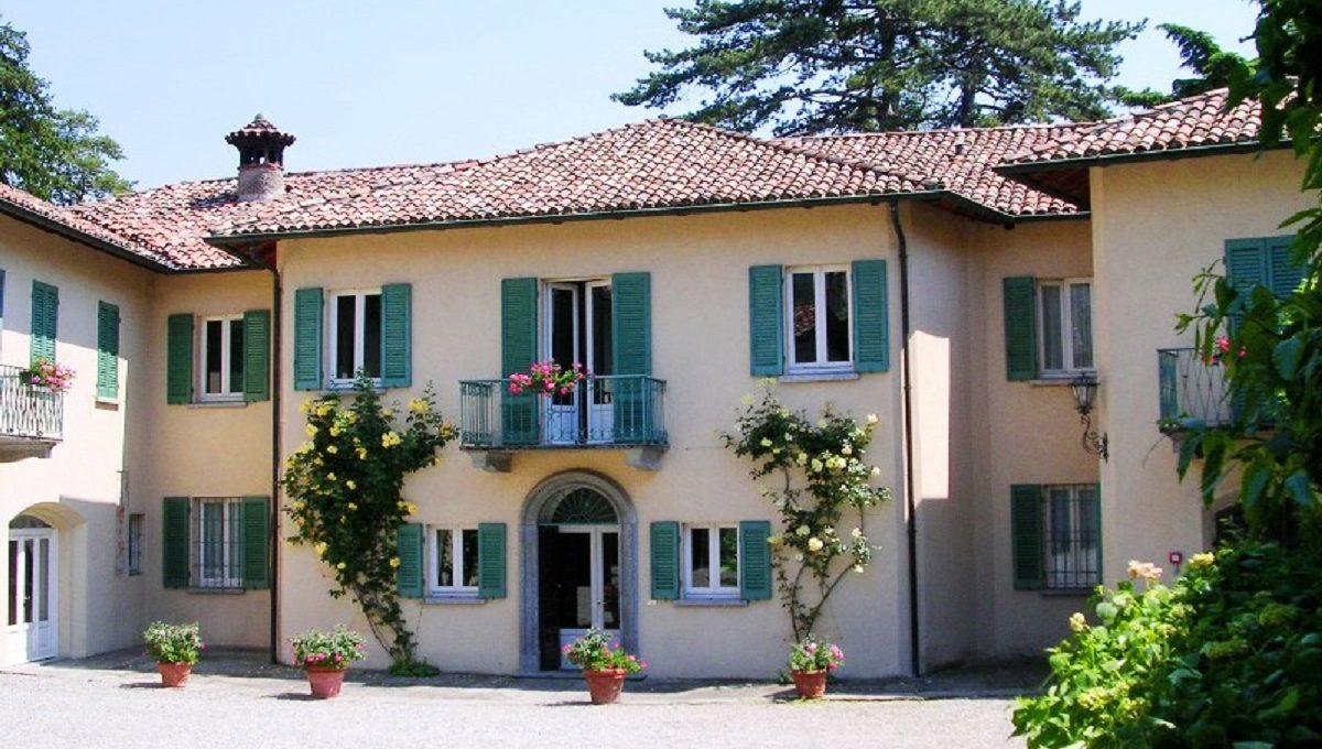 the entrance of the villa
