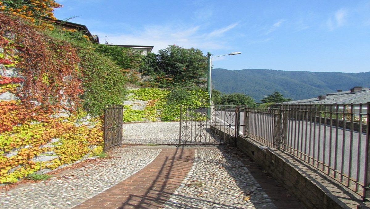 the entrance of the villa in Cernobbio