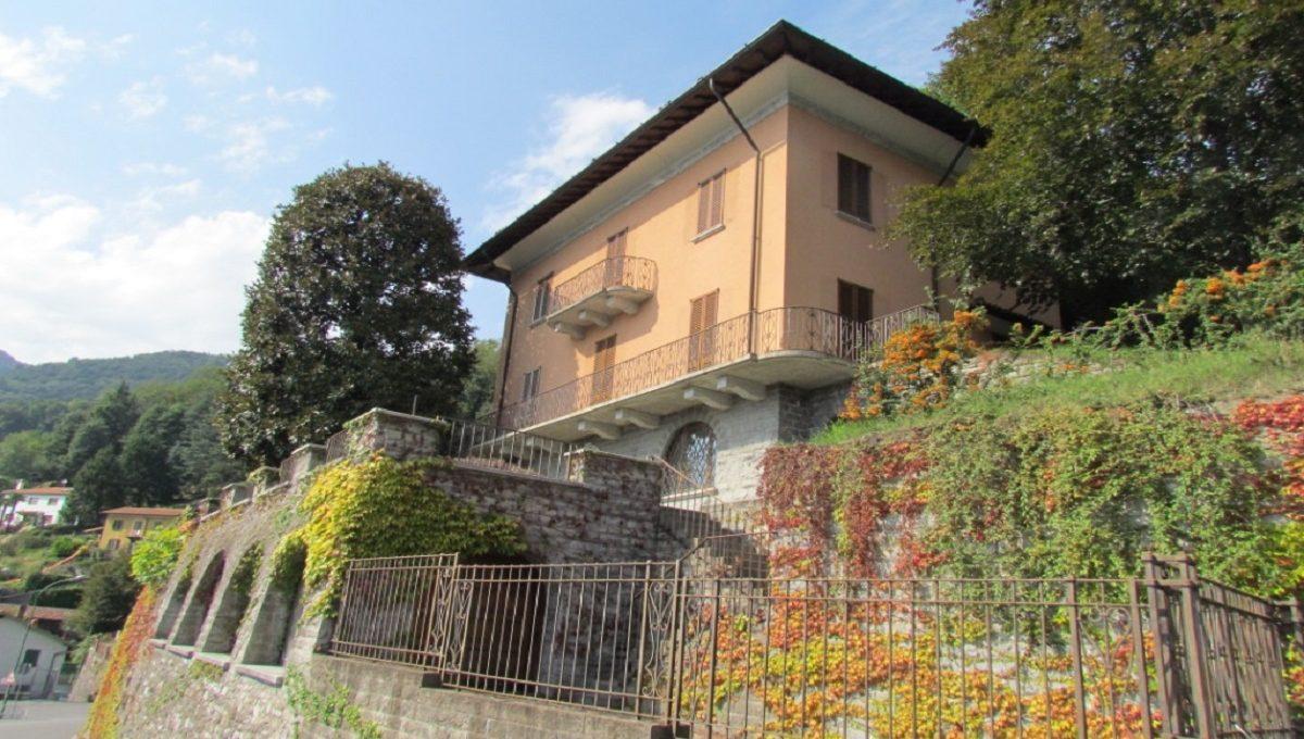 Cernobbio villa overlooking the lake