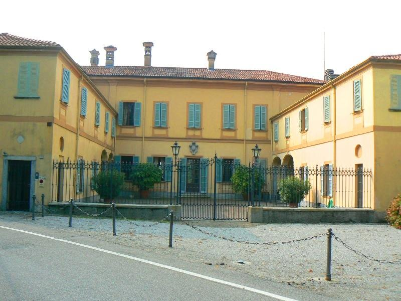 historical villa for sale: entrance