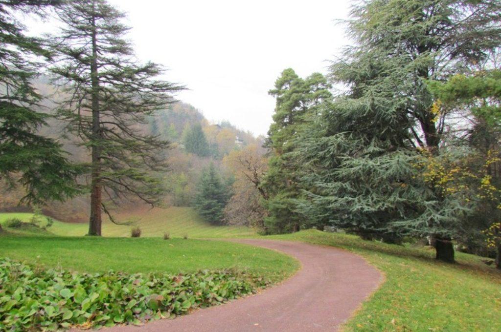 ample park entrance way