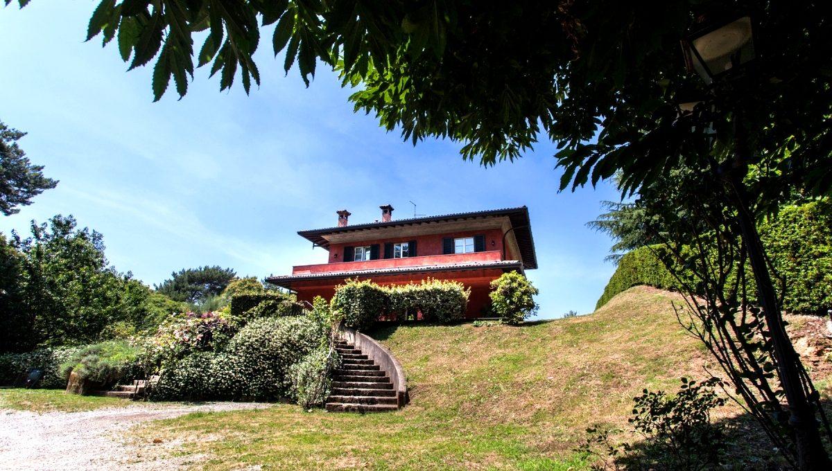 villa in Oltrona