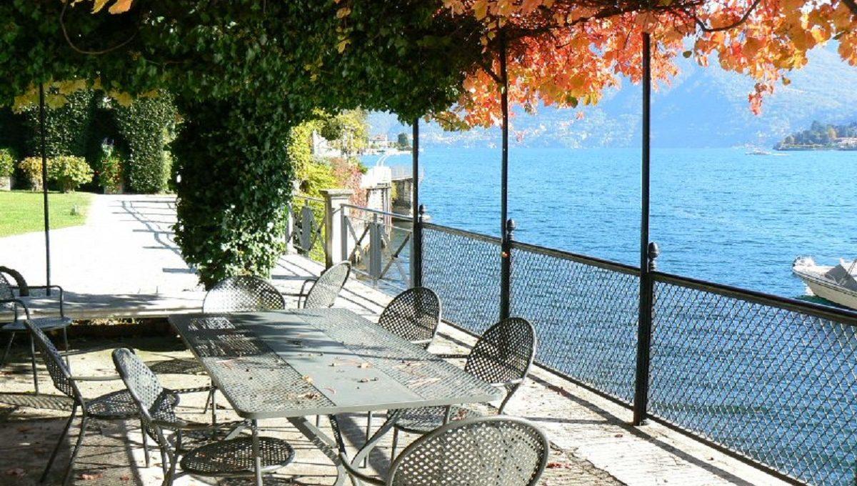 villa moltrasio for sale with swimming pool