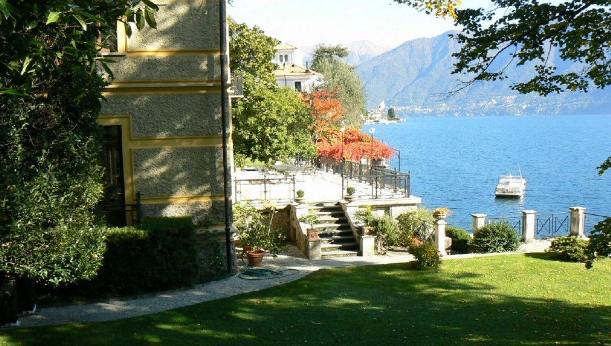 villa garden lake view