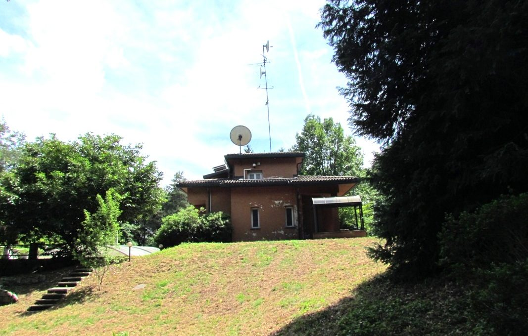 villa for sale appiano gentile