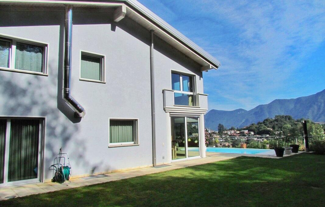 villa breganzona lugano for sale swimming pool garden overlooking lake