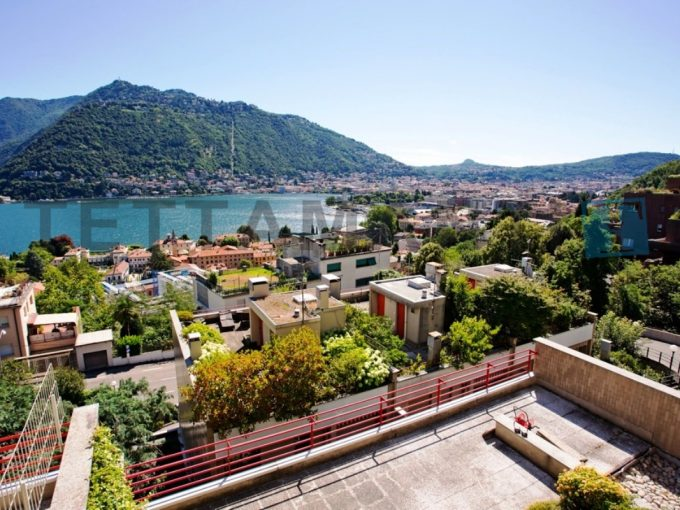 COMO - VILLA OVERLOOKING THE LAKE IN RESIDENCE