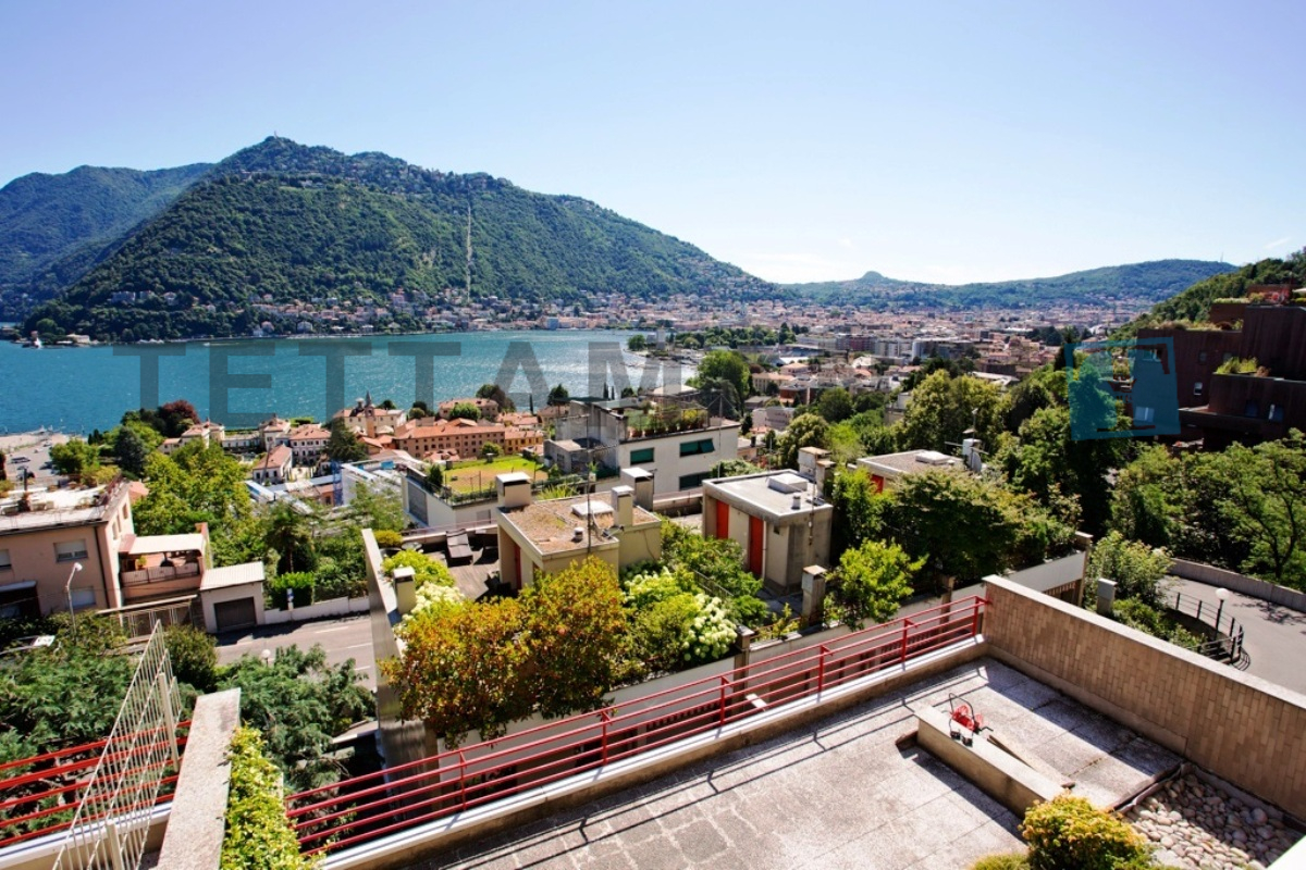 COMO – VILLA OVERLOOKING THE LAKE IN RESIDENCE
