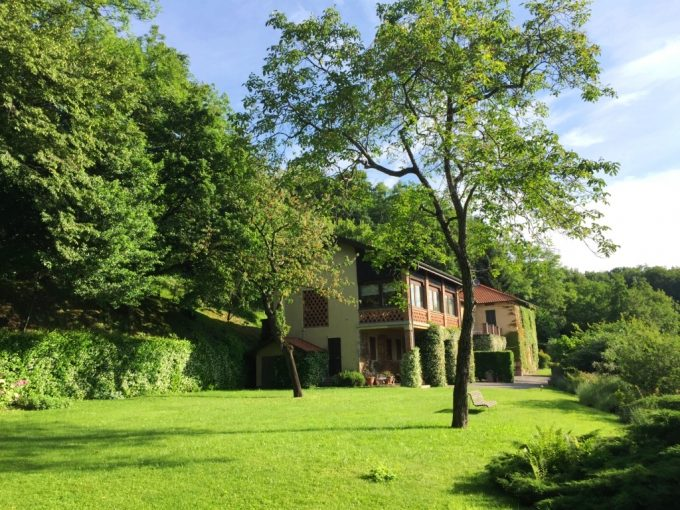 COMO - LAKEVIEW VILLA IN PRESTIGIOUS HILL