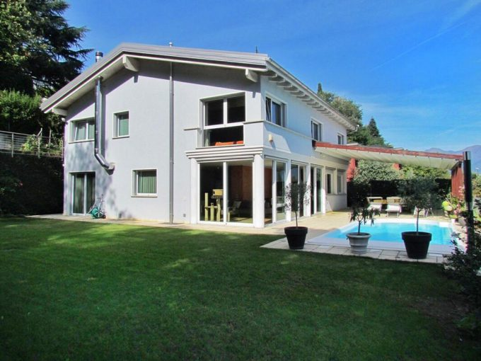 LUGANO BREGANZONA- VILLA WITH POOL