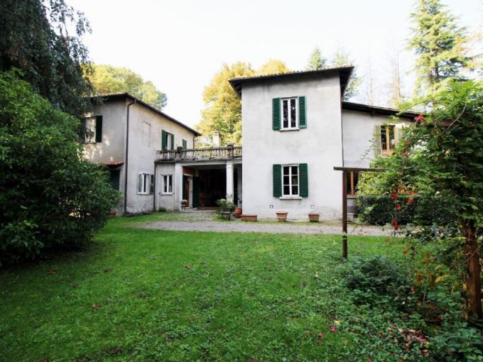 Villa Lurate Caccivio for sale ample park Como province