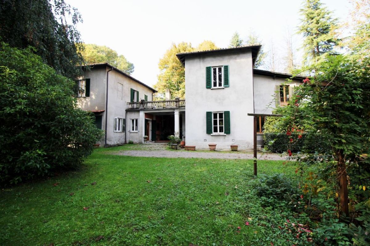 COMO PROVINCE LURATE CACCIVIO – VILLA FOR SALE WITH PARK