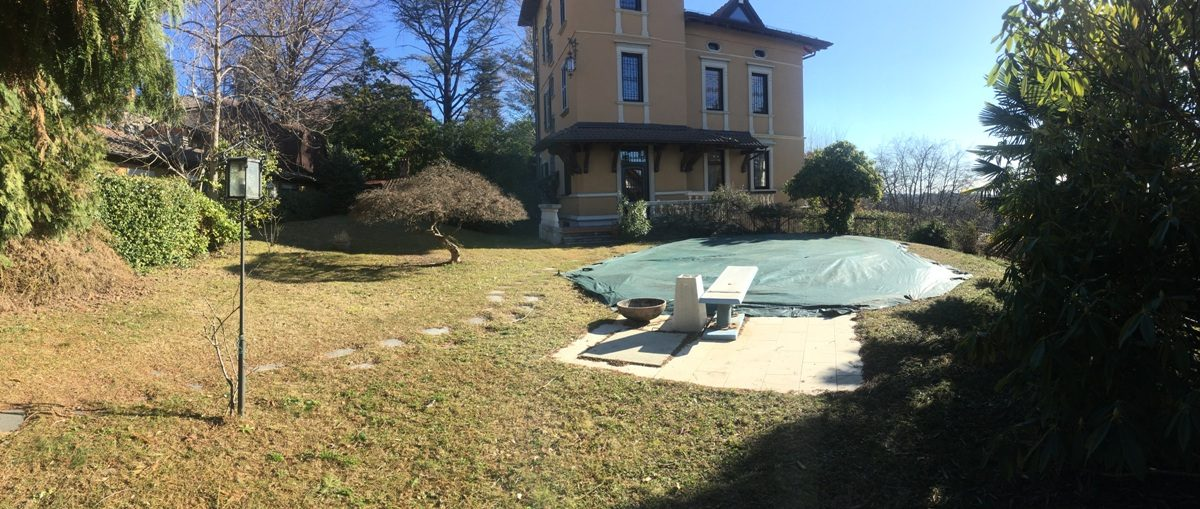 villa for sale garden swimming pool Varese