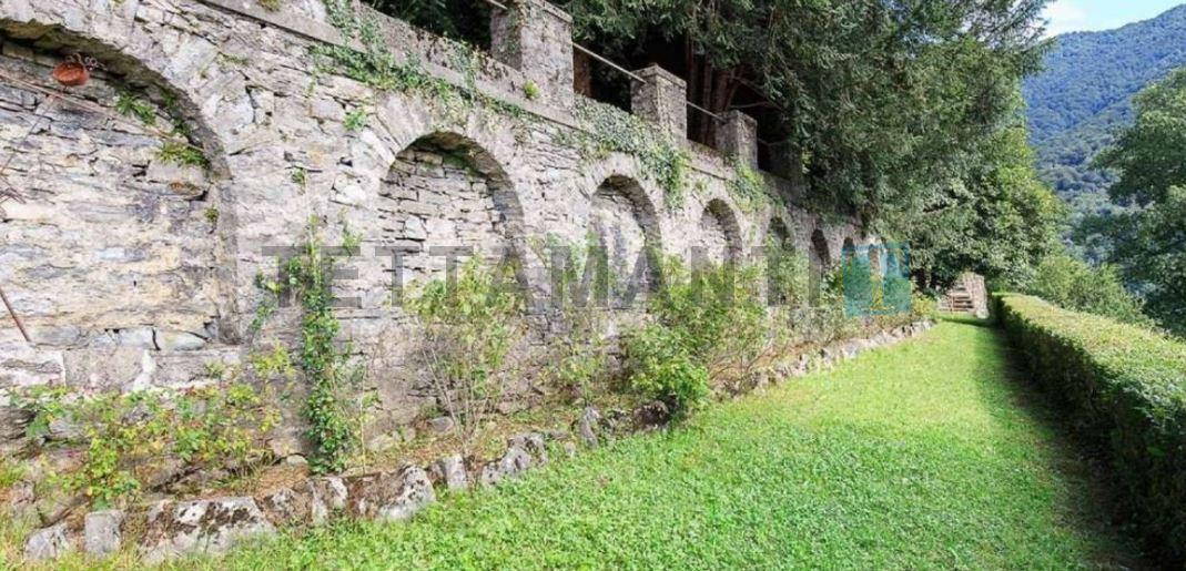 Como Lake Hillside period villa