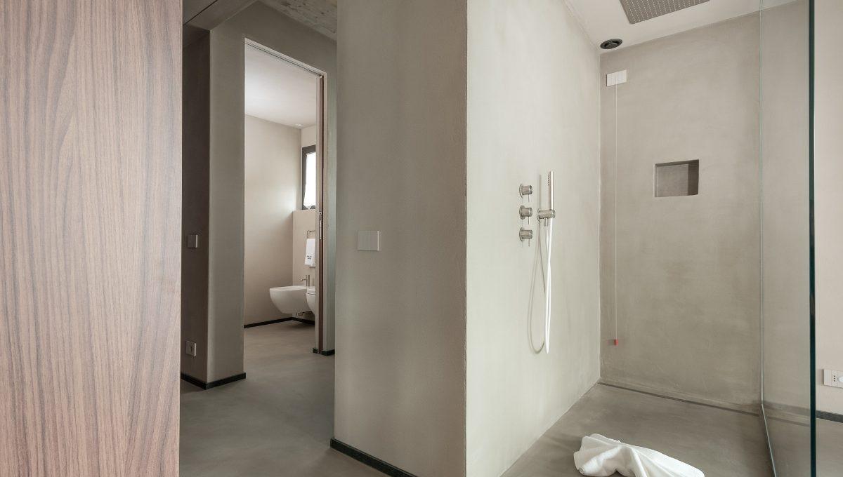 villamolli-bathroom-ground-floor-eastside-lakeview-2