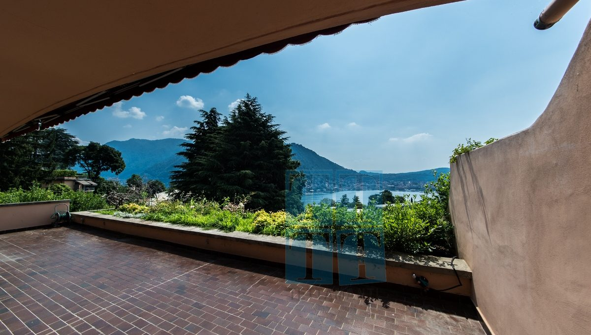 Como - large apartment with panoramic lake view