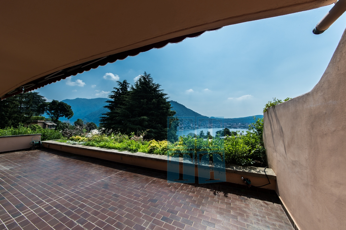 Como – large apartment with panoramic lake view