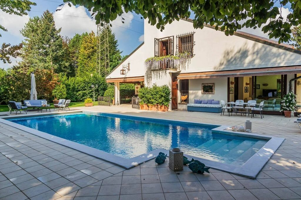 guanzate elegant villa in residence