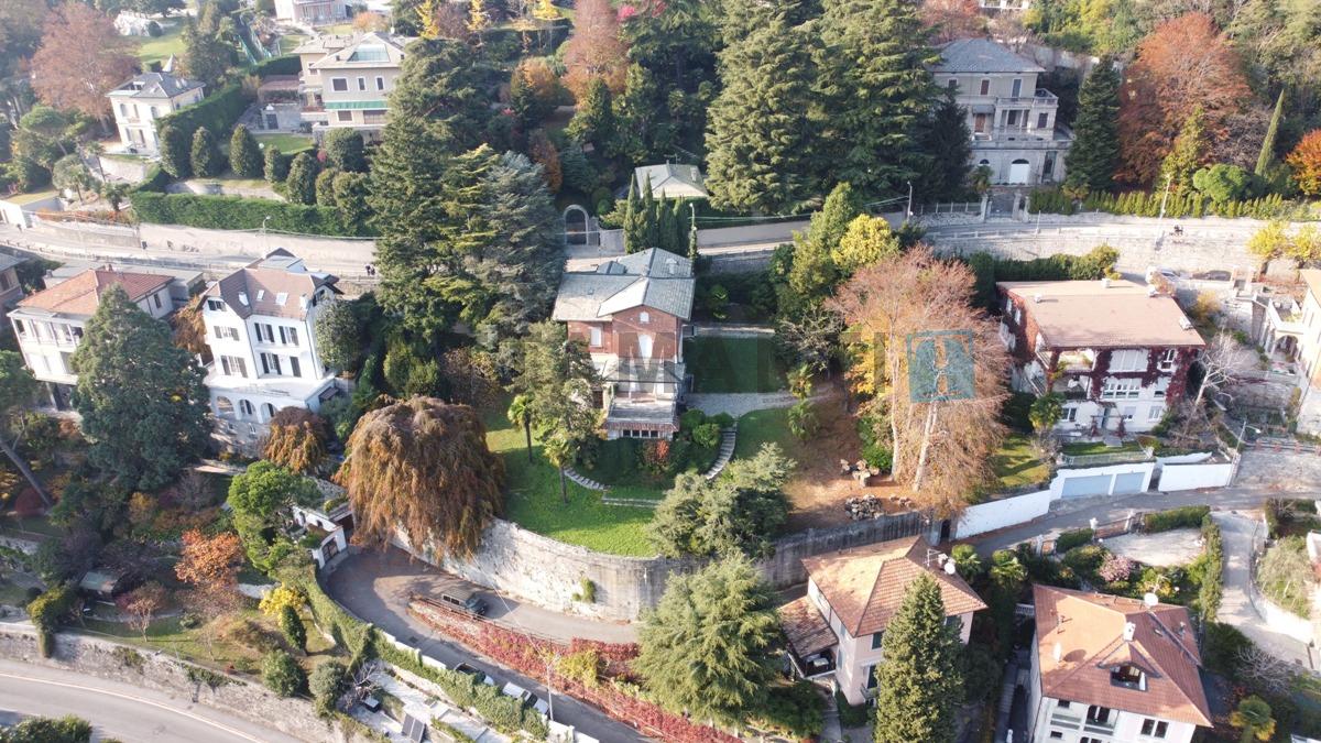villa with wonderful flat garden