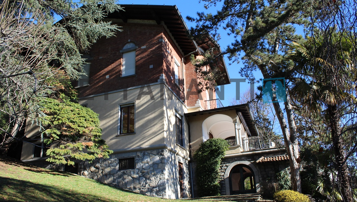 villa for sale como wide spaces garden lake view city center tettamantire real estate in como lake