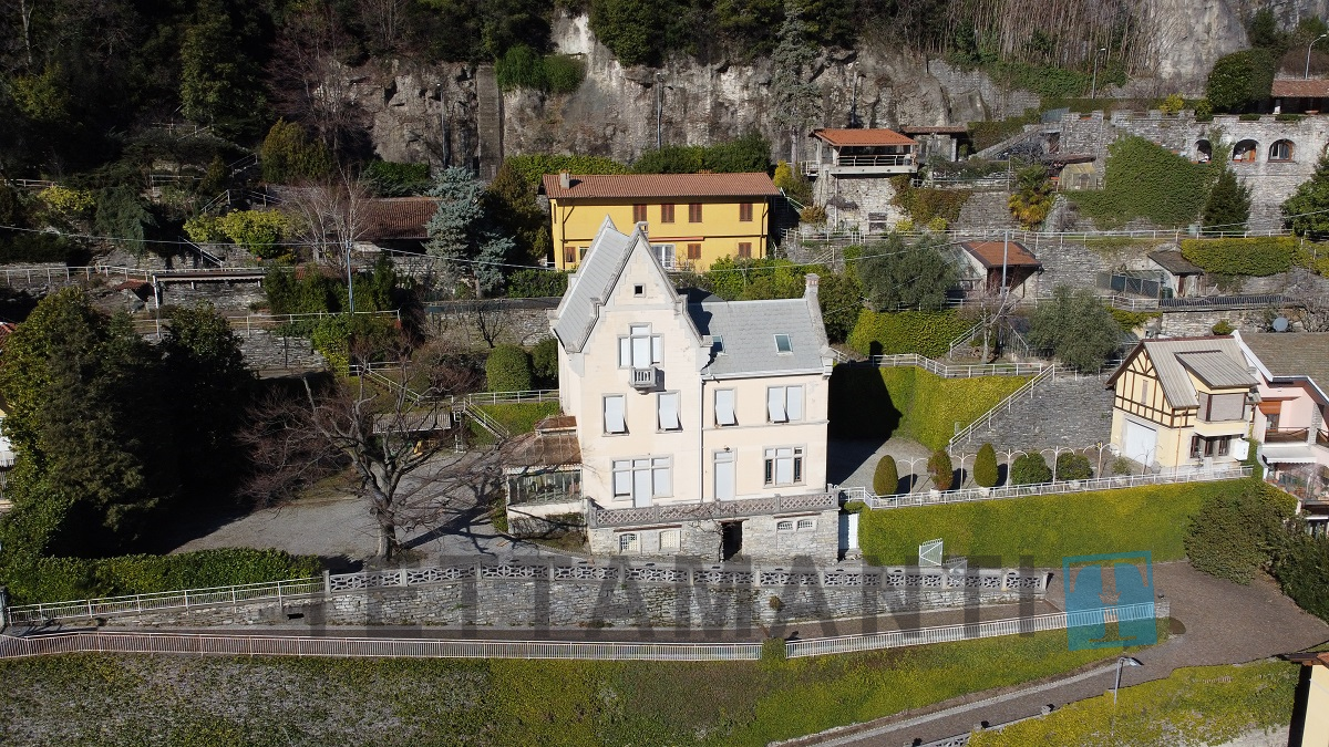 Moltrasio panoramic lake view villa
