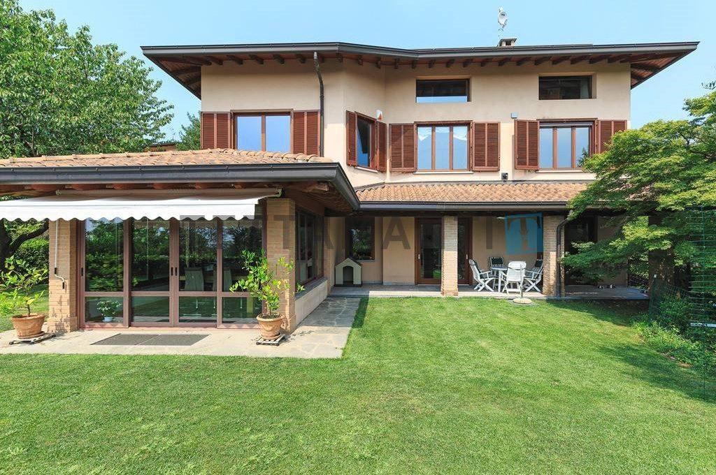 villa cavallasca como for sale