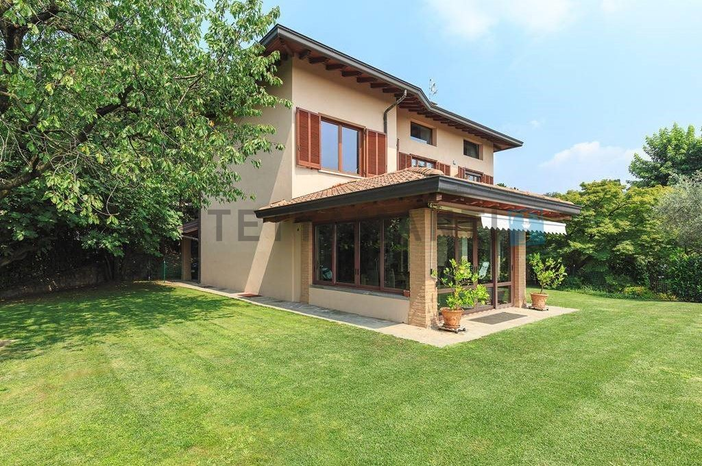 SAN FERMO - VILLA WITH POOL AND GARDEN