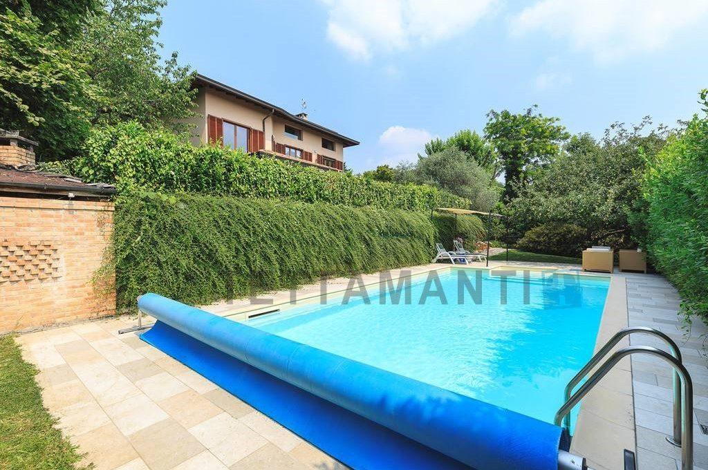 villa with swimming pool como