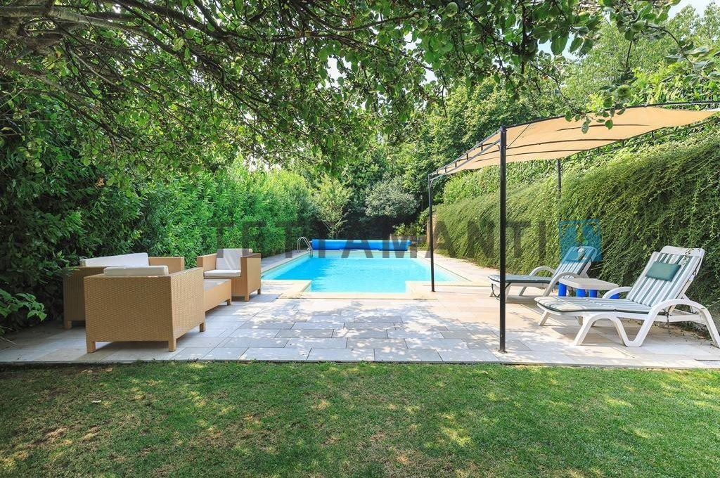 swimming pool and garden total privacy